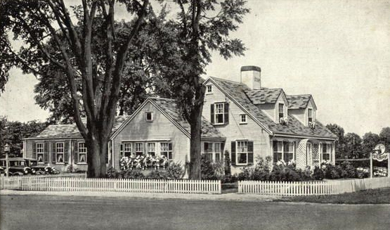 The Toll House Inn and Restaurant in Whitman, Massachusetts, circa 1940s.